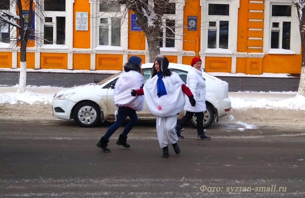 """Парад """"Дедов Морозов"""" в Сызрани"""